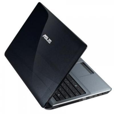Ноутбук Asus A52JT-SX050D - сбоку полуоткрытый