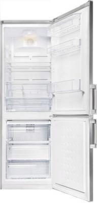 Холодильник с морозильником Beko CN332120S - с открытой дверью