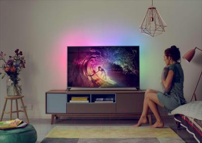 Телевизор Philips 55PUS8809/60 - вид в интерьере