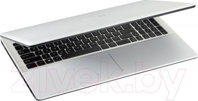Ноутбук Asus X552MD-SX046D - вполоборота