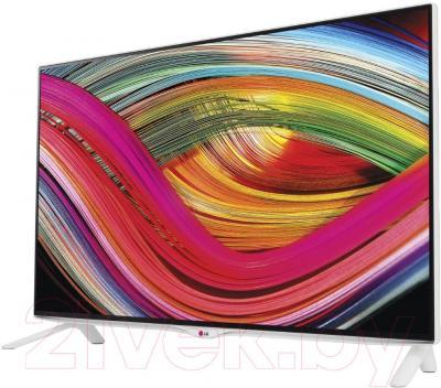 Телевизор LG 40UB800V - вполоборота