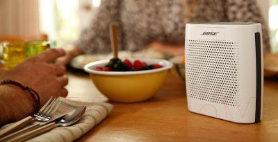 Портативная колонка Bose SoundLink Color (White) - в использовании