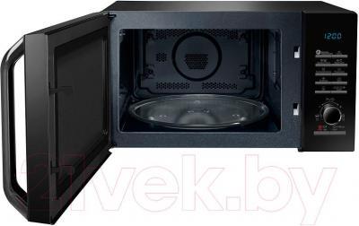 Микроволновая печь Samsung MC28H5135CK/BW - общий вид с открытой дверцей
