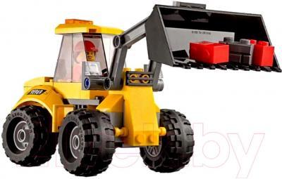 Конструктор Lego City Снос старого здания (60076) - экскаватор