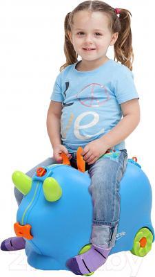 Детский чемодан Kidsmile AX21 (Blue) - верхом на чемодане