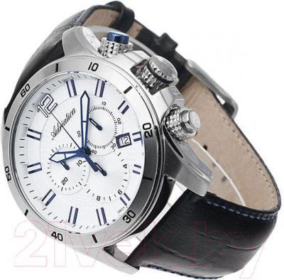 Часы мужские наручные Adriatica A1143.52B3CH - вполоборота