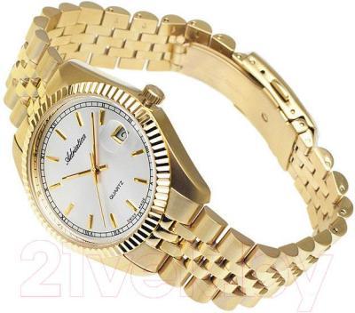 Часы мужские наручные Adriatica A1090.1113Q - вполоборота