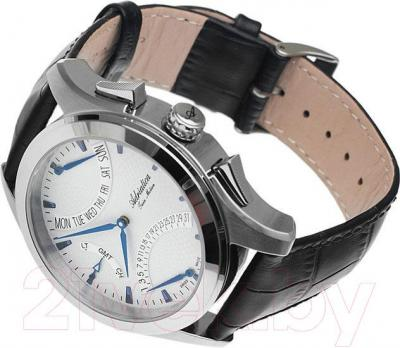 Часы мужские наручные Adriatica A1160.52B3CH - вполоборота