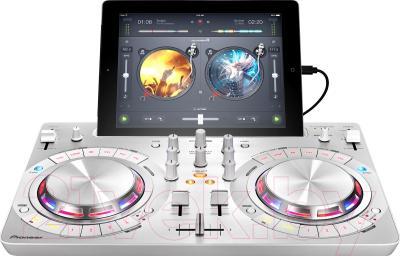 DJ контроллер Pioneer DDJ-WEGO3-W - вид сбоку
