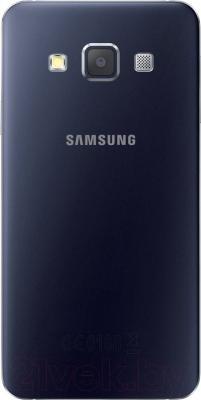 Смартфон Samsung Galaxy A3 / A300F/DS (черный) - вид сзади