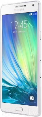 Смартфон Samsung Galaxy A7 / A700FD (белый) - вполоборота