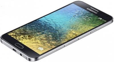 Смартфон Samsung E500H/DS Galaxy E5 (черный)