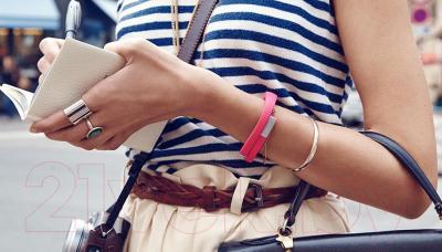 Фитнес-трекер Jawbone UP24 (L, розовый) - вид на руке