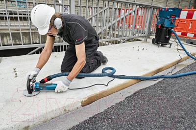 Профессиональная щеточная шлифмашина Bosch GBR 15 CА Professional (0.601.776.000) - в работе