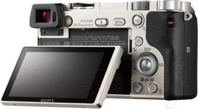 Беззеркальный фотоаппарат Sony ILC-E6000LW - поворотный экран