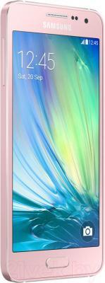 Смартфон Samsung Galaxy A3 / A300F/DS (розовый) - вполоборота