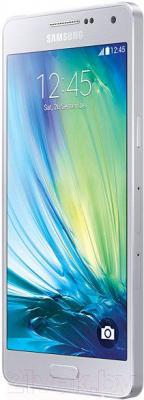 Смартфон Samsung Galaxy A3 / A300F/DS (серебристый) - вполоборота