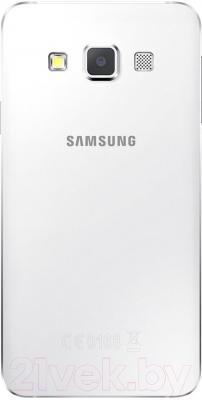 Смартфон Samsung Galaxy A3 / A300F/DS (белый) - вид сзади