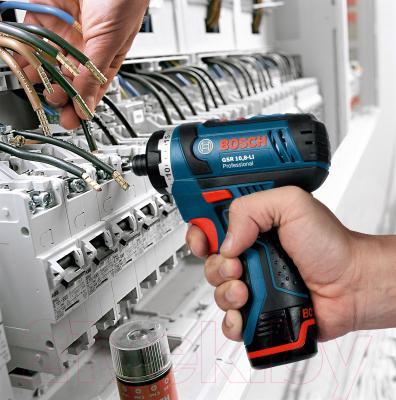 Профессиональная дрель-шуруповерт Bosch GSR 10.8-LI Professional (0.601.992.901) - в работе