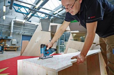 Профессиональный электролобзик Bosch GST 10.8 V-LI Professional (0.601.5A1.001) - в работе
