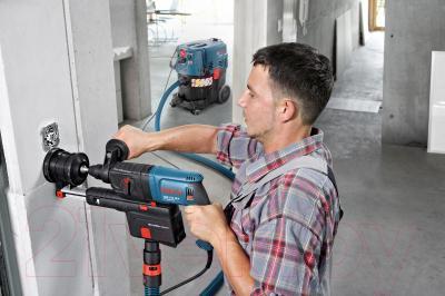 Профессиональный перфоратор Bosch GBH 2-23 REA Professional (0.611.250.500) - в работе