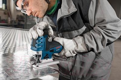 Профессиональный электролобзик Bosch GST 150 CE Professional (0.601.512.000) - в работе
