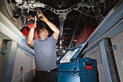 Кейс для инструментов Bosch GLI PortaLed 102 (0.601.446.000) - в работе
