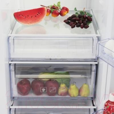 Холодильник с морозильником Beko GN163120W