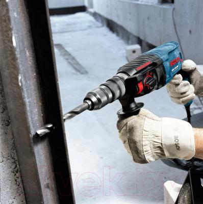 Профессиональный перфоратор Bosch GBH 2-26 DRE Set Professional (0.611.253.768) - в работе