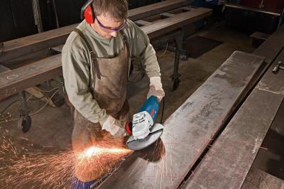 Профессиональная болгарка Bosch GWS 24-230 H Professional (0.601.884.103) - в работе