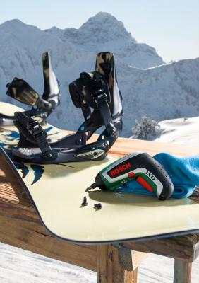 Аккумуляторный шуруповерт Bosch IXO (0.603.981.020) - в работе
