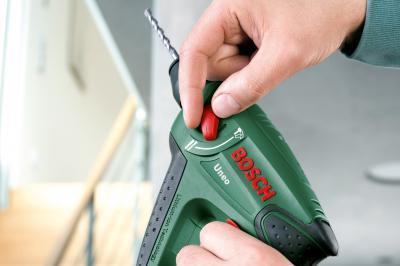 Перфоратор Bosch Uneo (0.603.952.020) - в работе