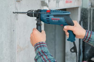 Профессиональная дрель Bosch GSB 1600 RE Professional (0.601.218.121) - в работе