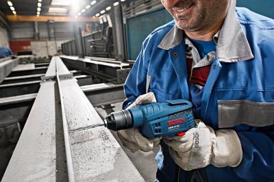 Профессиональная дрель Bosch GBM 10 RE Professional (0.601.473.600) - в работе