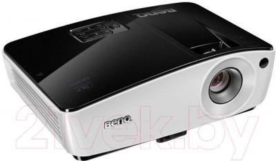 Проектор BenQ MX661 - вполоборота