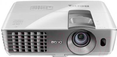 Проектор BenQ W1070+ - общий вид