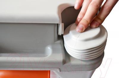 Портативный биотуалет Saniteco CHH-2010 - кнопка смыва