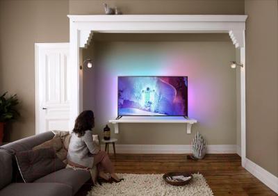 Телевизор Philips 65PUS9809/60 - вид в интерьере