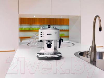 Кофеварка эспрессо DeLonghi ECO311.W - в интерьере