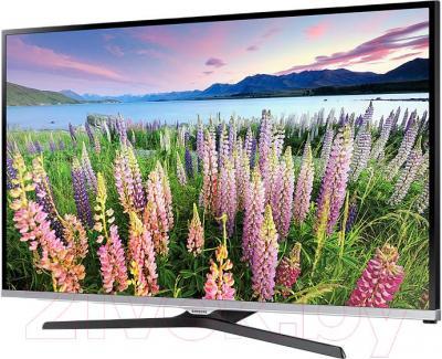 Телевизор Samsung UE32J5100AK - вполоборота