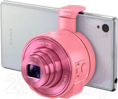 Объектив для смартфона Sony DSC-QX10 (розовый) - в использовании
