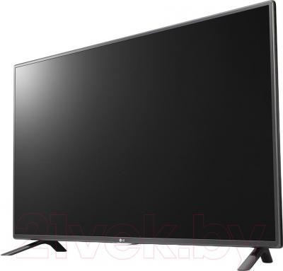 Телевизор LG 32LF580U - вполоборота