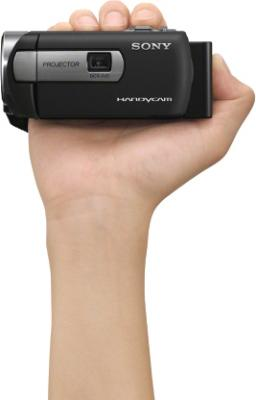 Видеокамера Sony DCR-PJ5E - в руке