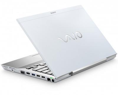 Ноутбук Sony VAIO VPCSB3M1R/W - сбоку полуоткрытый