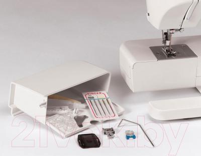 Швейная машина Singer 2250 - отсек для аксессуаров