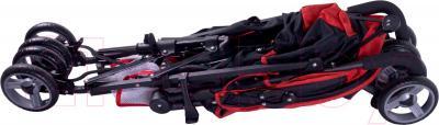 Детская прогулочная коляска Caretero Luvio (красный) - в сложенном виде