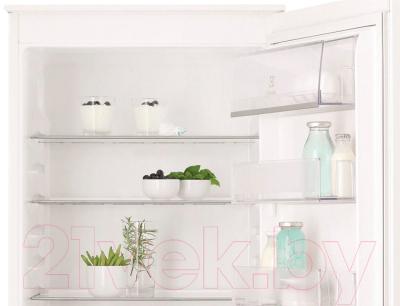 Холодильник с морозильником Electrolux ENN92841AW