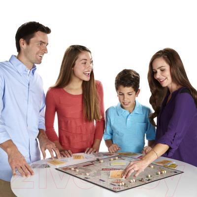 Настольная игра Hasbro Монополия Юбилейный выпуск - в процессе
