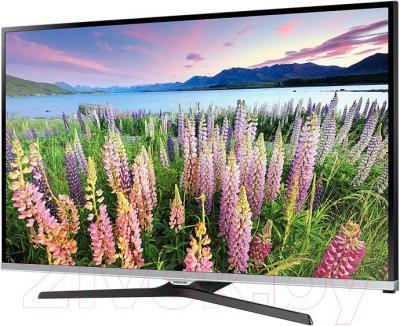 Телевизор Samsung UE32J5120AK - вполоборота