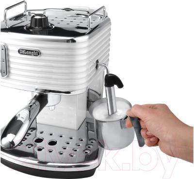 Кофеварка эспрессо DeLonghi Scultura ECZ 351.W - приготовление капучино